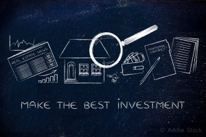 make the best investment: magnifying glass analyzing a house, with sector newspaper, stats, keys, wallet and mortgage contract